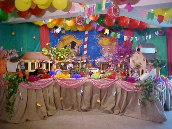 20 idéias de decoraç u00e3o para festa junina -> Decoração De Teto Para Festa Junina