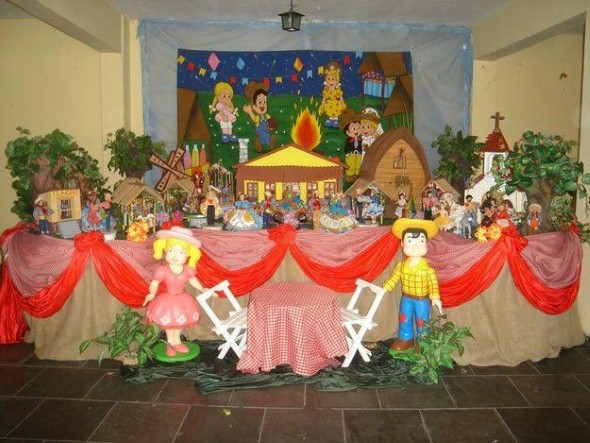 decoracao de sala festa junina educacao infantil : decoracao de sala festa junina educacao infantil:Temos também os bonecos de pano vestidos com roupas de festa junina