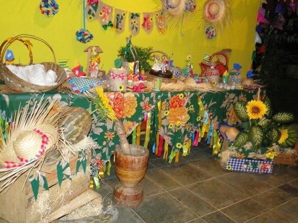 21 idéias de decoraç u00e3o de mesa para Festa Junina # Decoração Tnt Festa Junina