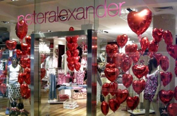 Decoração vitrine Dia dos Namorados 001