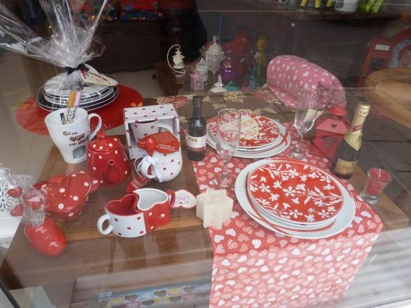 Decoração vitrine Dia dos Namorados 009