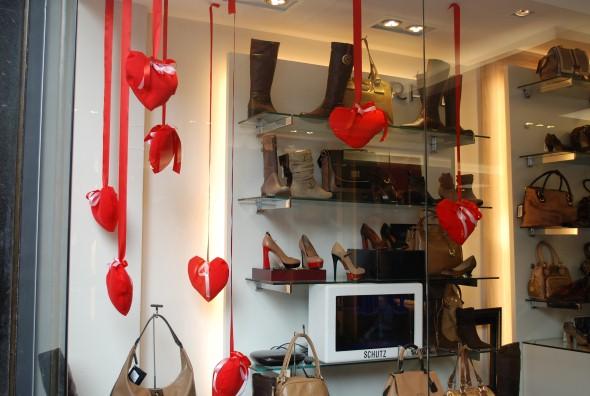 16 dicas de decoração vitrine de lojas para o Dia dos Namorados 8888584a0df