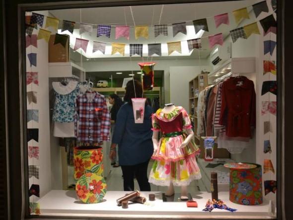 Decorar vitrine de lojas Festa Junina 002