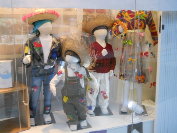 Decorar vitrine de lojas Festa Junina 007