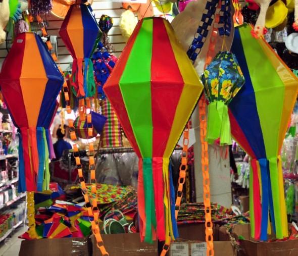 que ajudam a compor um ambiente semelhante ao das festas juninas