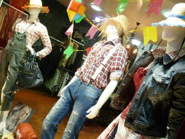 Decorar vitrine de lojas Festa Junina 013