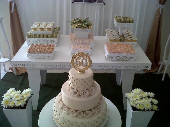 decorar ouro branco:Balões brancos e dourados