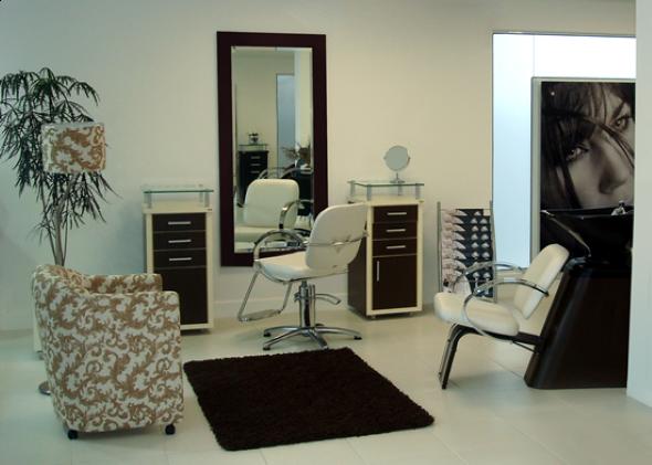 Decoração simples para salão de beleza 011