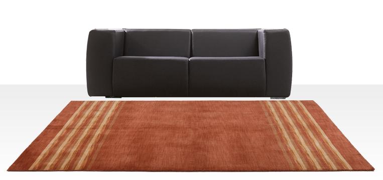 tapete combina sofá preto