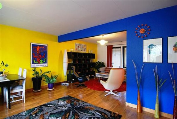 18 modelos de como decorar a sala usando parede colorida for Comedor waterdog royal house