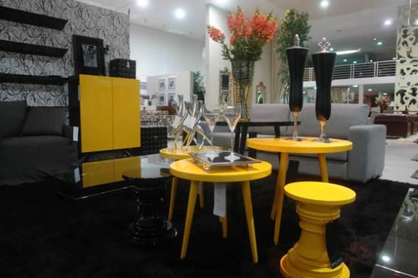Usar mesas amarelas na decoração 004