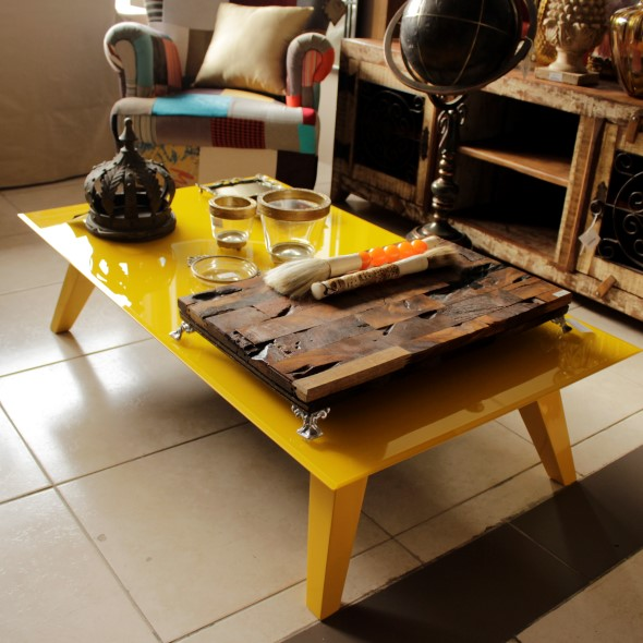 Usar mesas amarelas na decoração 011