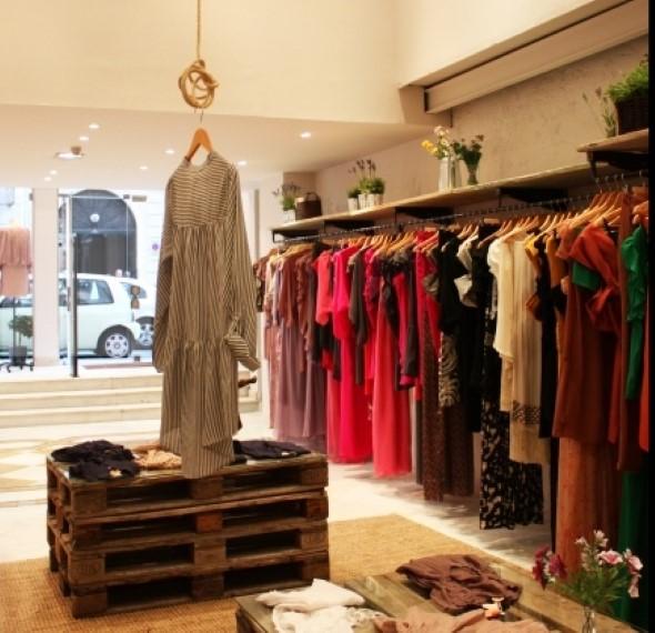 6644fe41c16f1 Decorar lojas de roupas  4 passos e 20 idéias com fotos