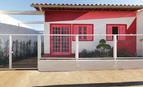19 fachadas de casas simples e modernas for Casas modernas pintadas