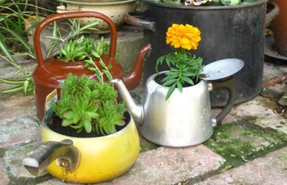 24 idéias de enfeites para jardins com materiais reciclados