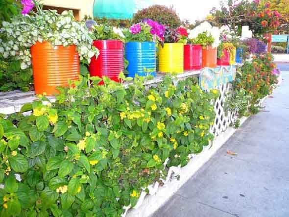 de material reciclado para enfeitar o jardim, principalmente para