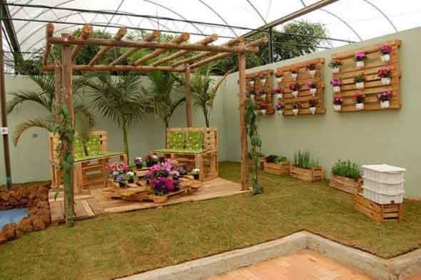 para reciclagem, e ajudam na montagem do jardim, de uma maneira