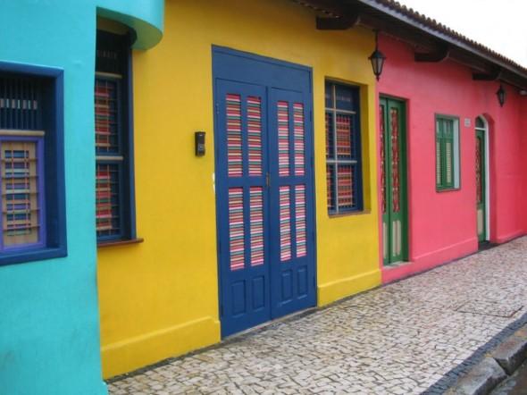 23 modelos de fachadas coloridas de casa - Como pintar fachadas de casas ...