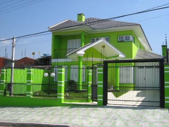 23 modelos de fachadas coloridas de casa for Cores modernas para fachadas de casas 2016