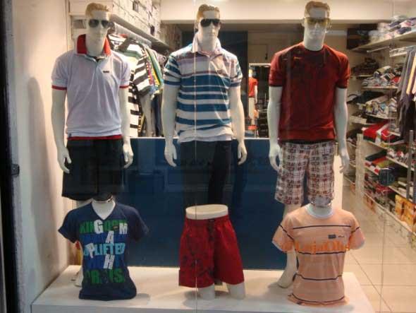 Decorar vitrine de loja de roupa masculina 002