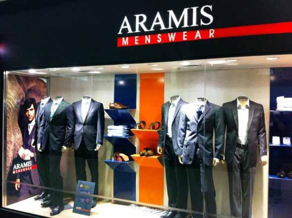 Decorar vitrine de loja de roupa masculina 004