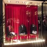 Decorar vitrine de loja de roupa masculina 007