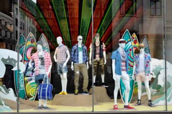 Decorar vitrine de loja de roupa masculina 012