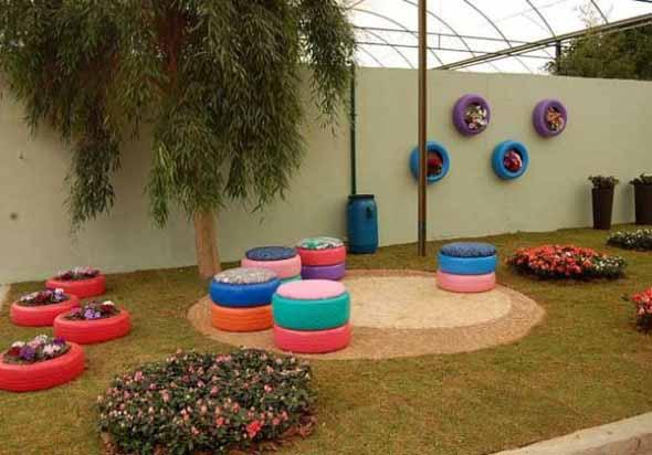 Banquinhos na decoração do jardim 004