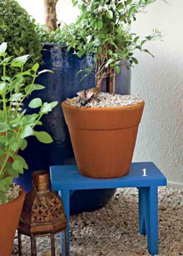 Banquinhos na decoração do jardim 011