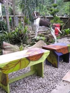 Banquinhos na decoração do jardim 017
