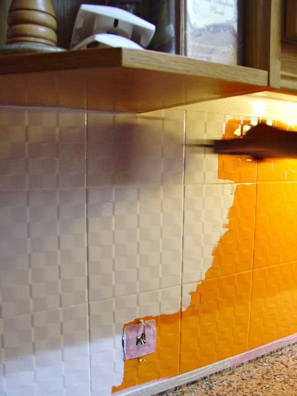 Renove a cozinha pintando os azulejos antigos com tinta ep xi - Pintura para pintar ceramica de piso ...