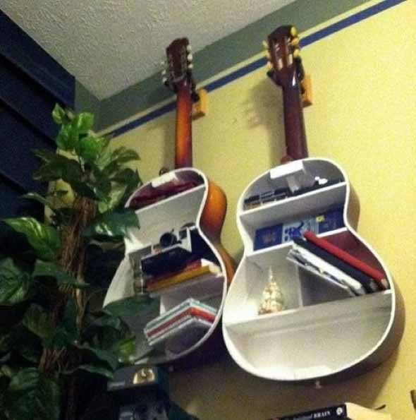 Instrumentos musicais quebrados na decoração 001