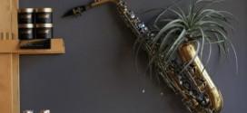 Usar instrumentos musicais quebrados na decoração