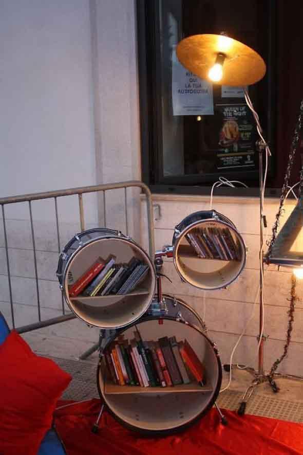 Instrumentos musicais quebrados na decoração 003
