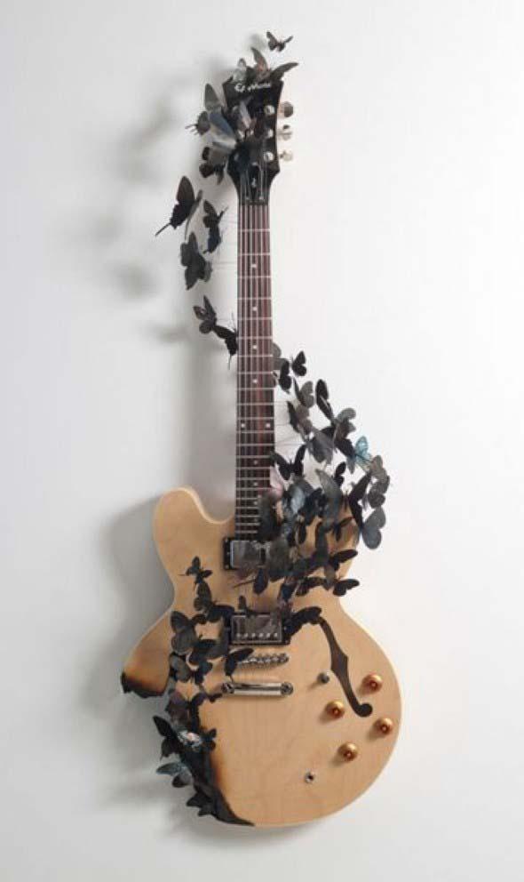 Instrumentos musicais quebrados na decoração 011