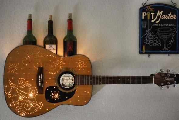 Instrumentos musicais quebrados na decoração 015