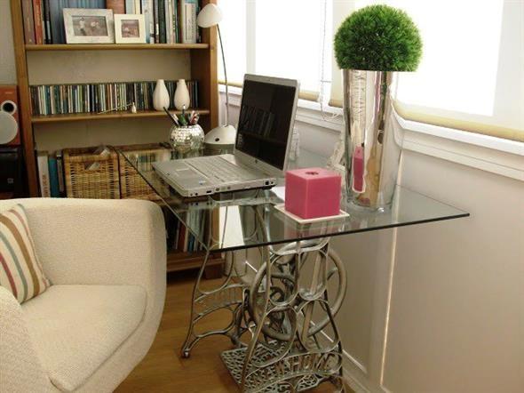 decora o com m quina de costura antiga. Black Bedroom Furniture Sets. Home Design Ideas