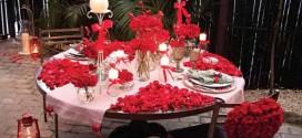 Decoração de mesa de jantar romântica para ocasião especial