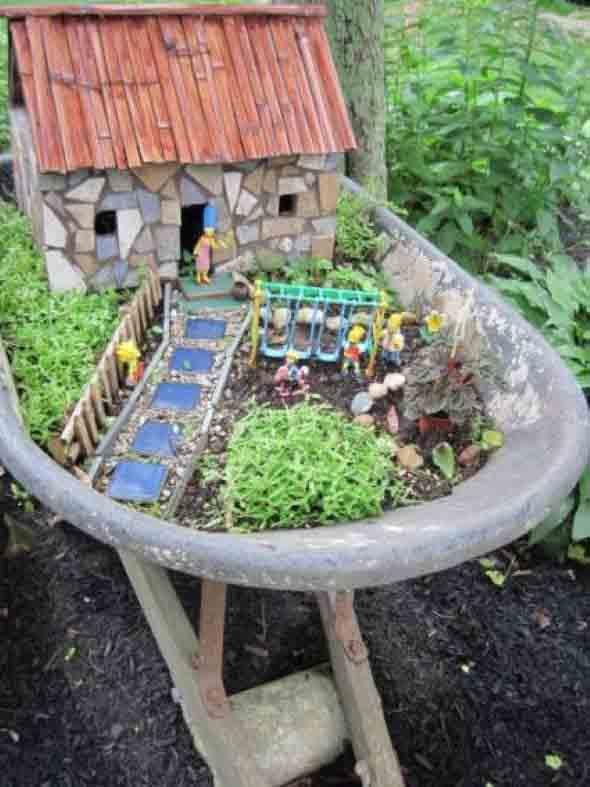 Carrinho de mão na decoração do jardim 012