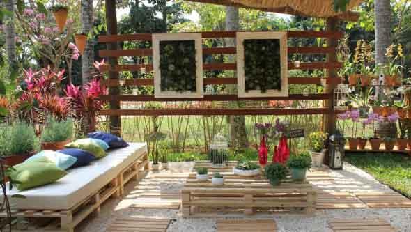 Decoração rústica na varanda e jardim 010