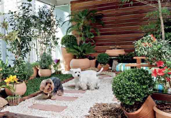 Decoração rústica na varanda e jardim 014