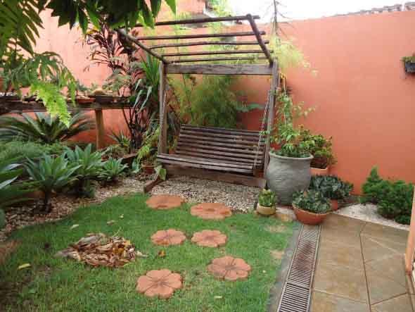 Decoração rústica na varanda e jardim 016