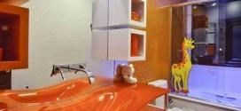 Banheiro decorado com mais cor