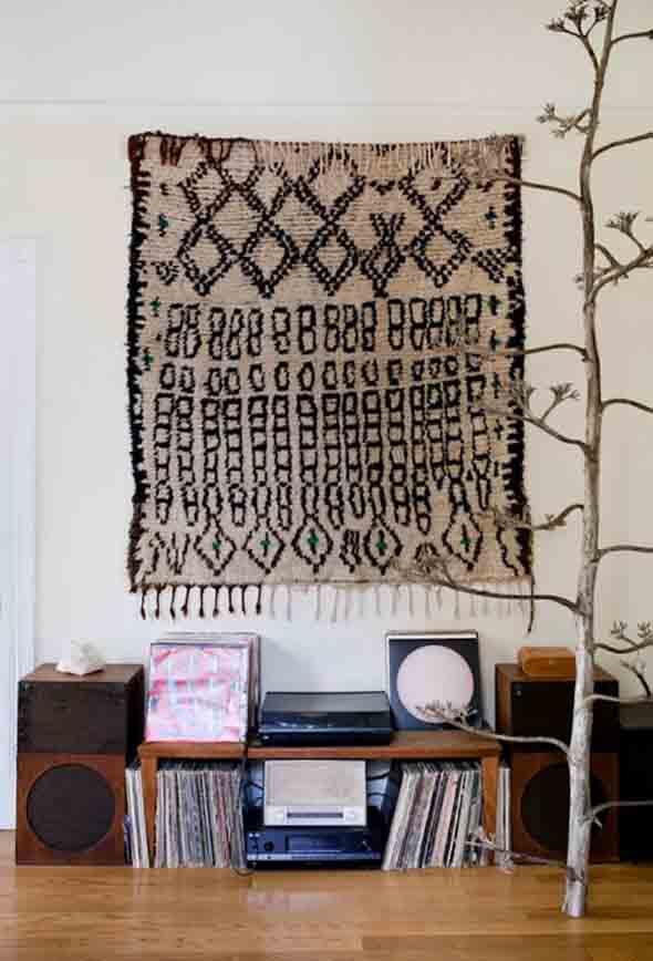 Como decorar a casa com tapetes nas paredes 012