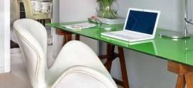 Escrivaninhas com tampo de vidro na decoração