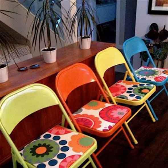 Cadeiras coloridas na decoração 013