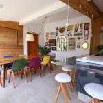 Cadeiras coloridas na decoração 014