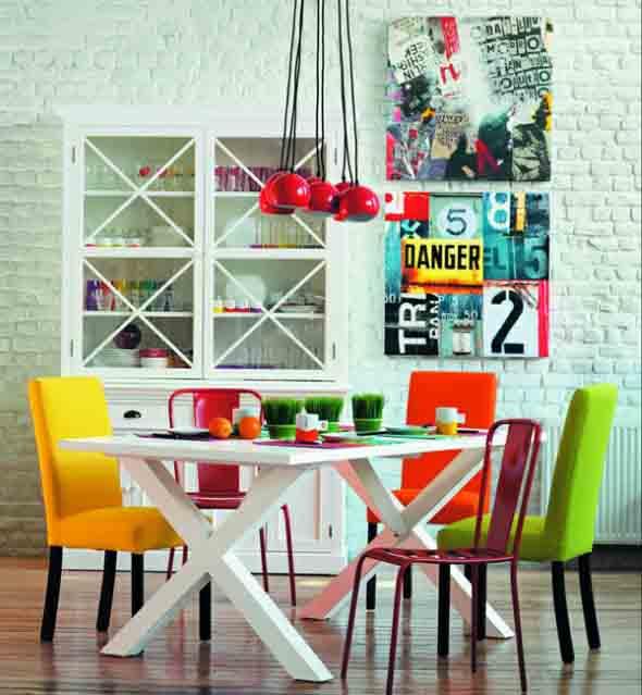Cadeiras coloridas na decoração 015