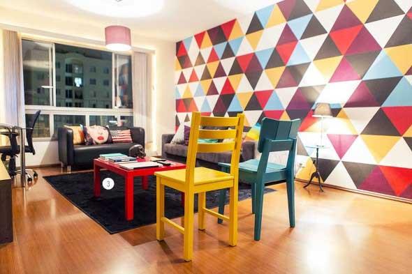 Cadeiras coloridas na decoração 017