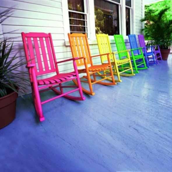 Cadeiras coloridas na decoração 018